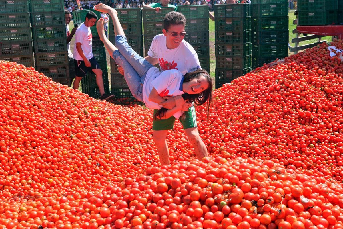celebrating tomatina festival