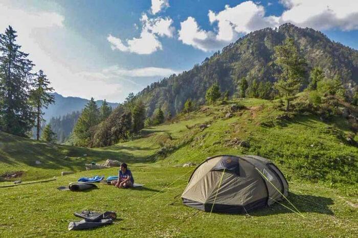 treks in sainj valley