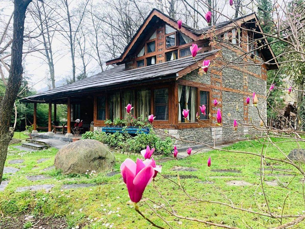 Seven Beautiful Villas in India's Mountains