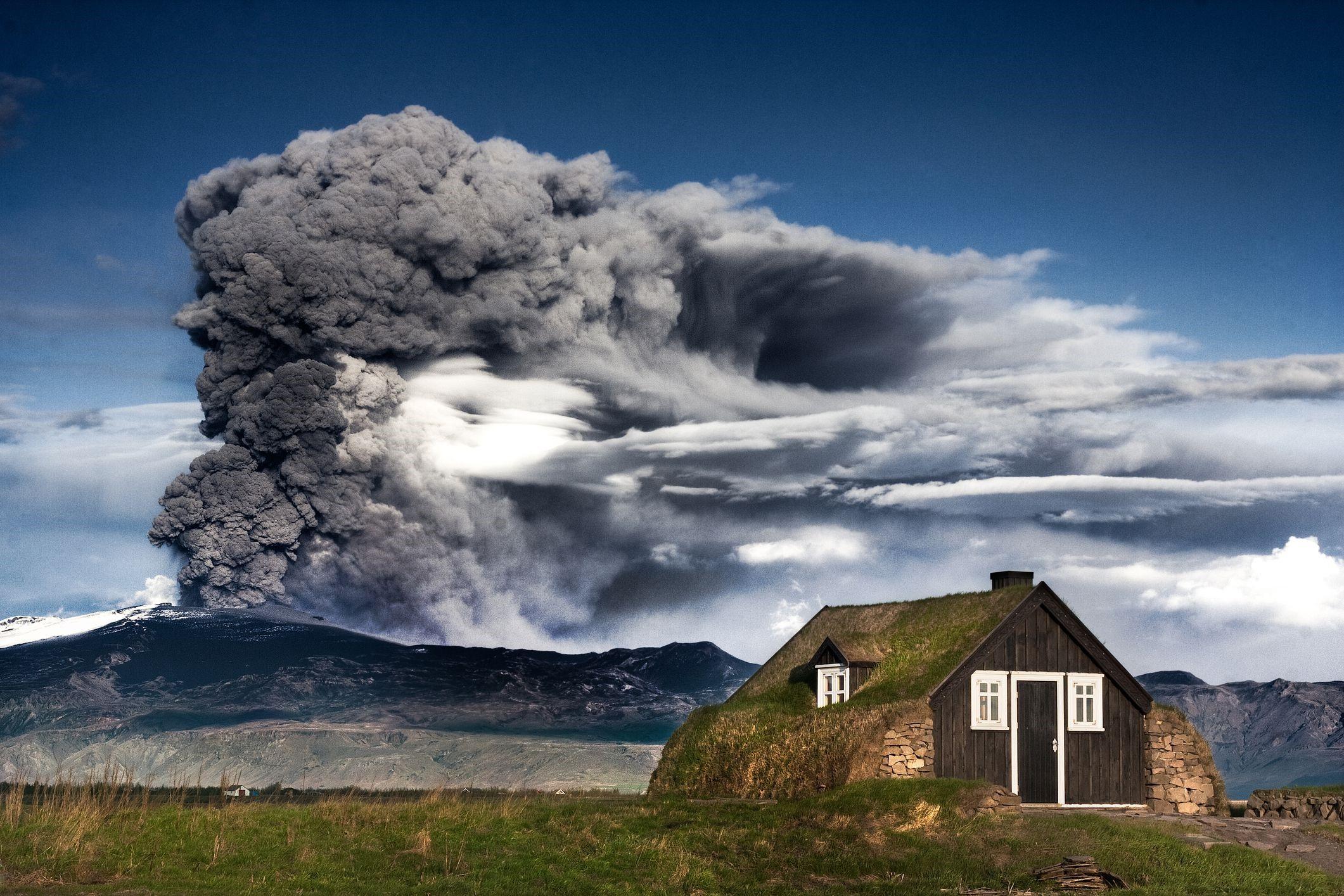 4)Eyjafjallajökull, Iceland
