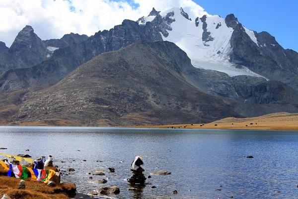 1)Tso Lhamo Lake