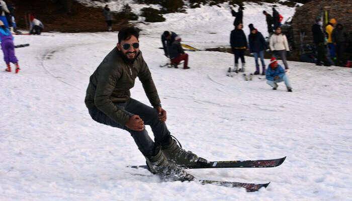 Snowboarding in Auli