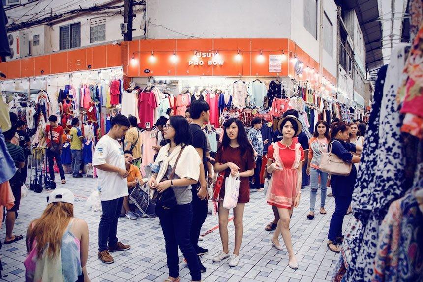 2)Pratunam Market