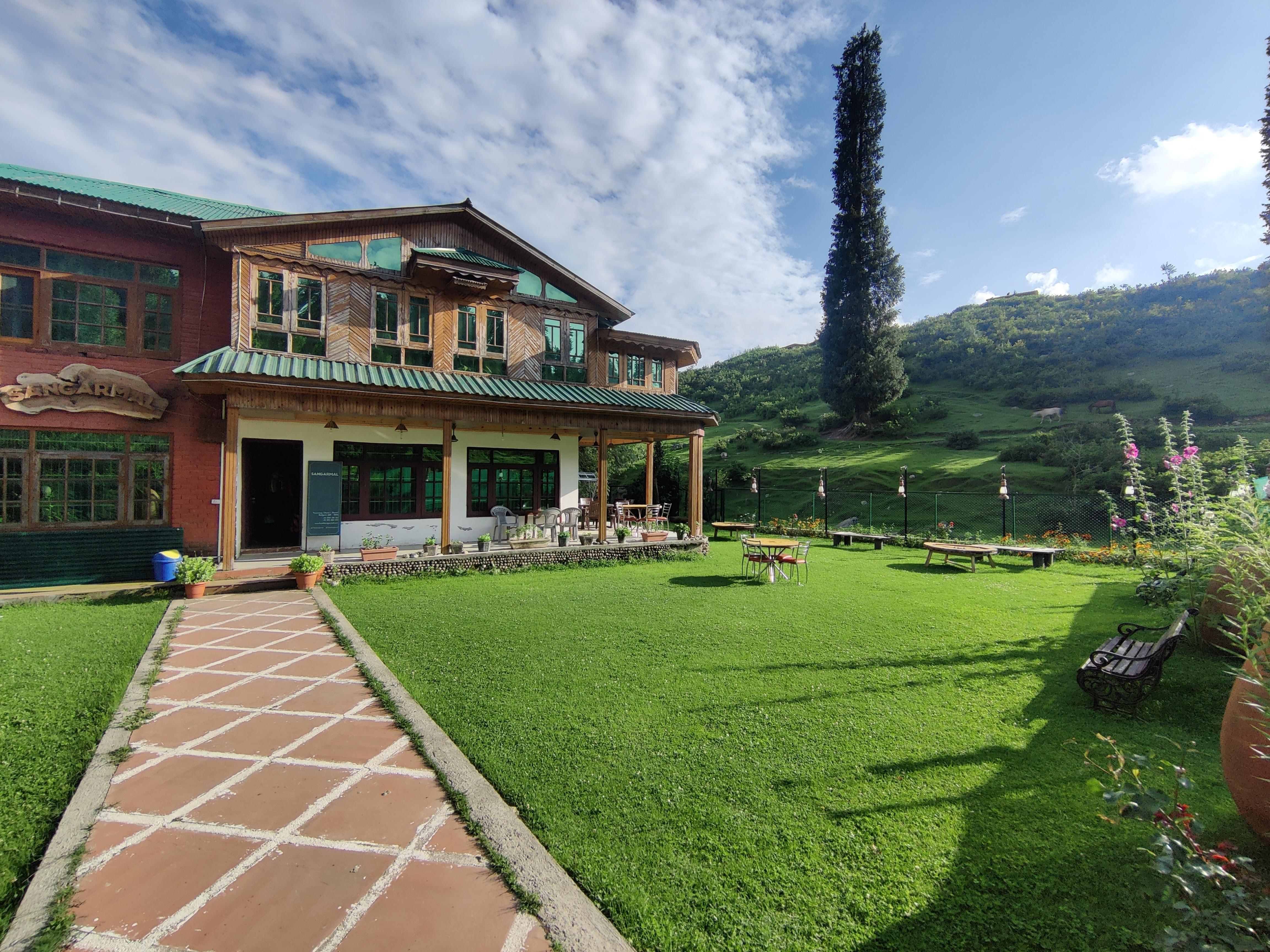 cute hotels near srinagar